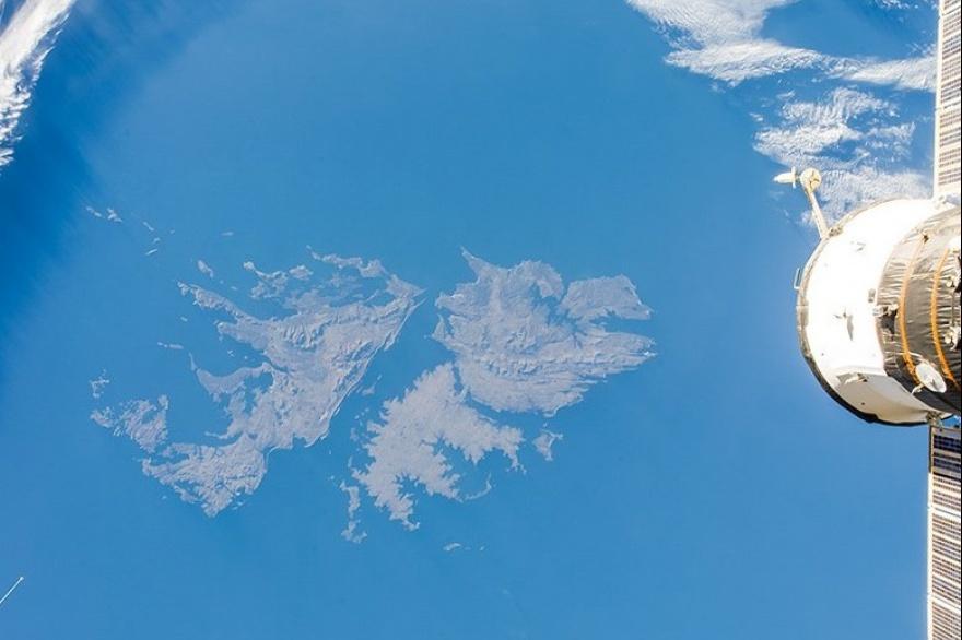 La Unión Europea retira dos estaciones satelitales de las Islas Malvinas y  Ascensión - Critica Sur